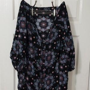 Torrid Black Floral Top, Size 4